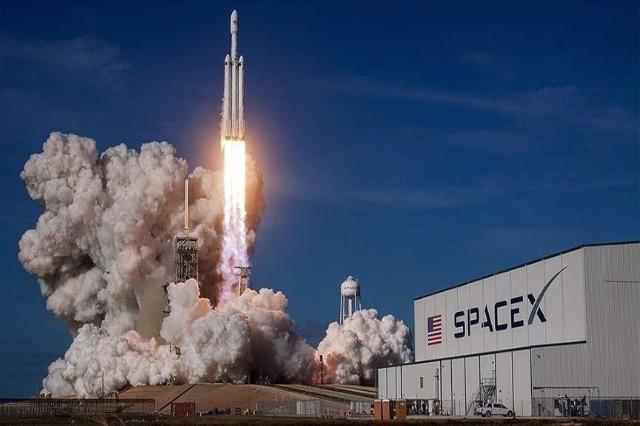 SpaceX i Elon Musk shtyn lançimin e civilëve deri të mërkurën mbrëma