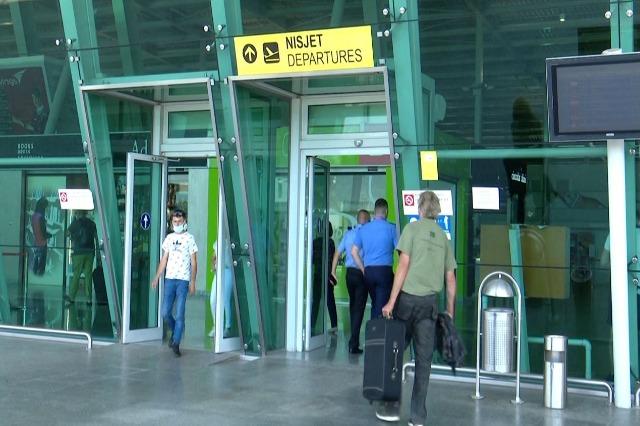 Nga nesër, karantinë 10-ditore për personat e pavaksinuar që udhëtojnë drejt Austrisë