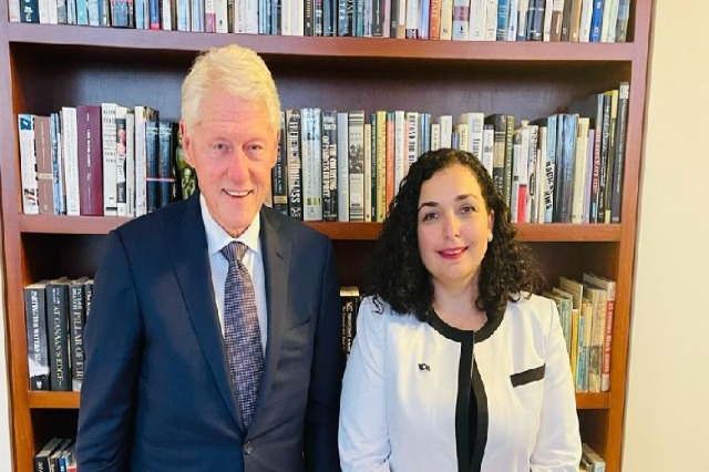 Vjosa Osmani takon ish-presidentin amerikan Bill Clinton