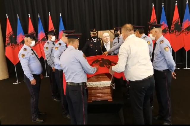 Përcillet  për në banesën e fundit nënkomisari i Policisë Shqiptare Saimir Hoxha