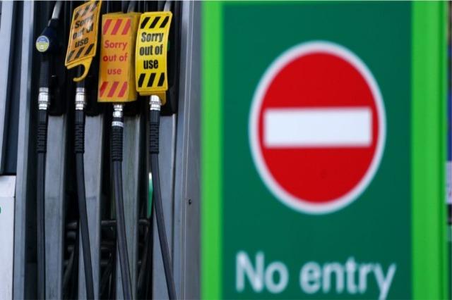 Kriza e karburantit në Britani, ushtria vihet në gatishmëri për të lehtësuar furnizimin