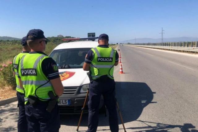 Shpejtësi deri në 155 km/orë, pezullohen 11 leje drejtimi në rrugën Tiranë-Durrës