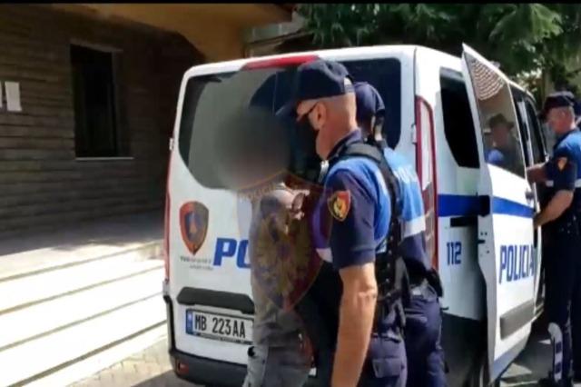 Dhënie ndihme për kalim të paligjshëm të kufirit, Policia arreston 5 shtetas