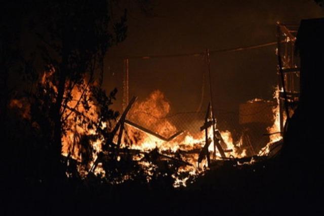 Zjarr në një kamp për strehimin e refugjatëve në Greqi