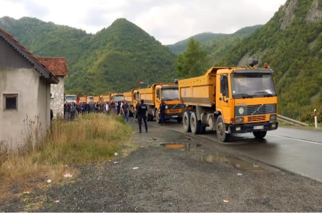 Kosovë, dita e e tetë e bllokadës në kufi, ndërkombëtarët thirrje për ulje të tensioneve dhe dialog