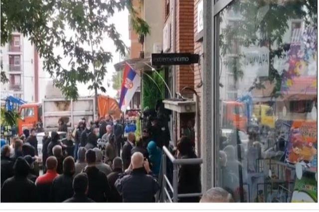 Tensionet në Kosovë, Ambasada e SHBA: Sulmet ndaj Policisë, mediave dhe civilëve të papranueshme!