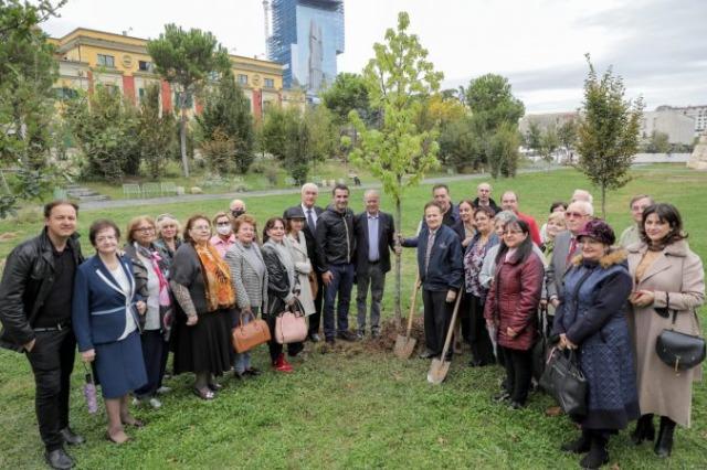 """Një pemë në Parkun """"Europa"""" në përkujtim të Rozmari Jorganxhi"""