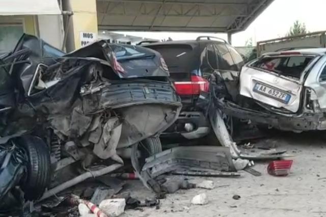 Aksident i pesëfishtë në Durrës