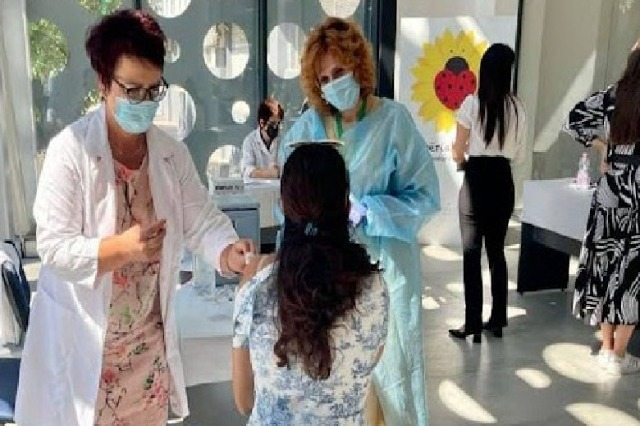 Nga 1 Nëntori fillon doza e tretë, Ekspertët: COVID dëmton, vaksina nuk dëmton