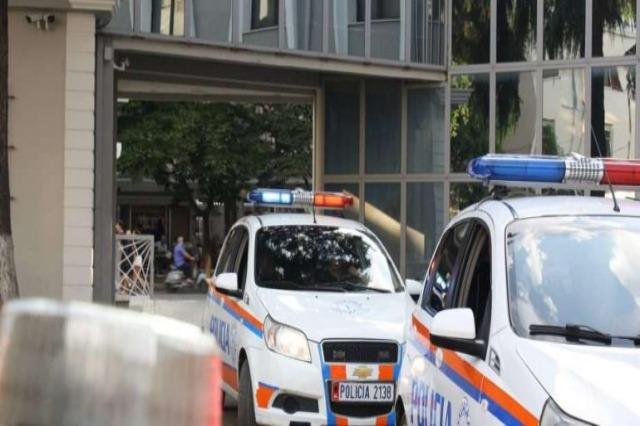 """Sherr dhe të  shtëna me armë, ngjarja ndodhi në afërsi të shkollës  """"A.Z. Çajupi"""" në kryeqytet"""