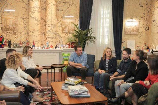 Maratona, dhjetëra vullnetarë të huaj mbërrijnë në Tiranë
