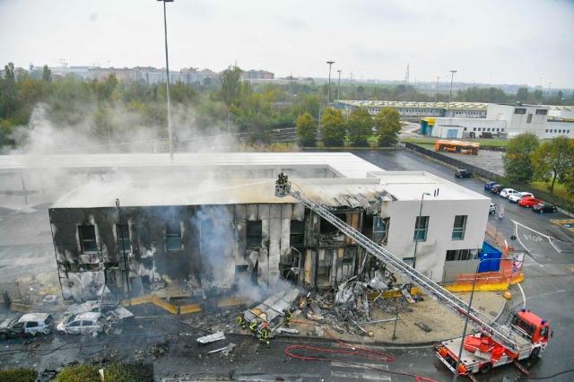 Tragjedi në Milano, avioni me 8 persona në bord përplaset me një ndërtesë
