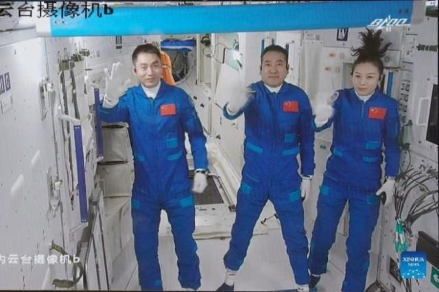 """Anija kozmike """"Shenzhou-13"""" lidhet me modulin e stacionit hapësinor"""