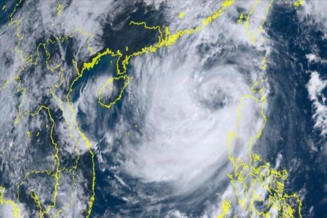 Tajfuni godet Hong Kongun, mbyllen shkollat, bursat dhe institucionet publike