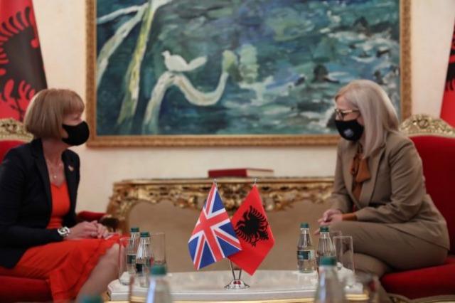 Nikolla, pret në takim Ministren e Mbretërisë së Bashkuar për Evropën dhe Amerikat
