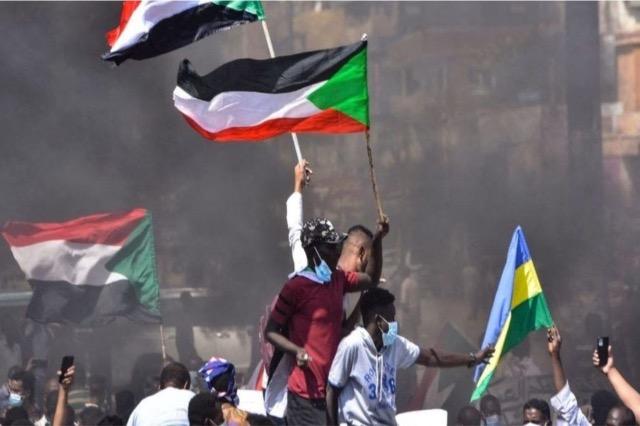 Grusht shteti në Sudan, rrethohet shtëpia e kryeministrit dhe arrestohen anëtarët e tjerë të qeverisë
