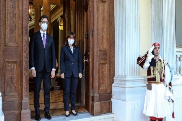 Vizitë historike në Athinë, Pendarovski: Marrëveshja e Prespës duhet të zbatohet