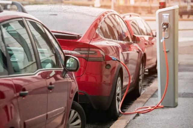 Historike, në Europë shitja e makinave elektrike i kalon ato me naftë