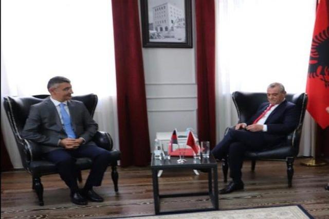 Kryetari i Kuvendit Ruçi, pret ambasadorin e Azerbajxhanit, Anar Hyseynov