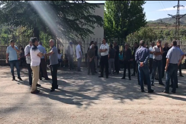 Punonjësit e Uzinës së Naftës në Ballsh  u rikthehen protestave