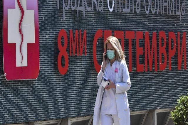 """E diel """"e zezë"""" në Maqedoninë e Veriut: 22 të vdekur nga Covid, 561 infektime të reja"""